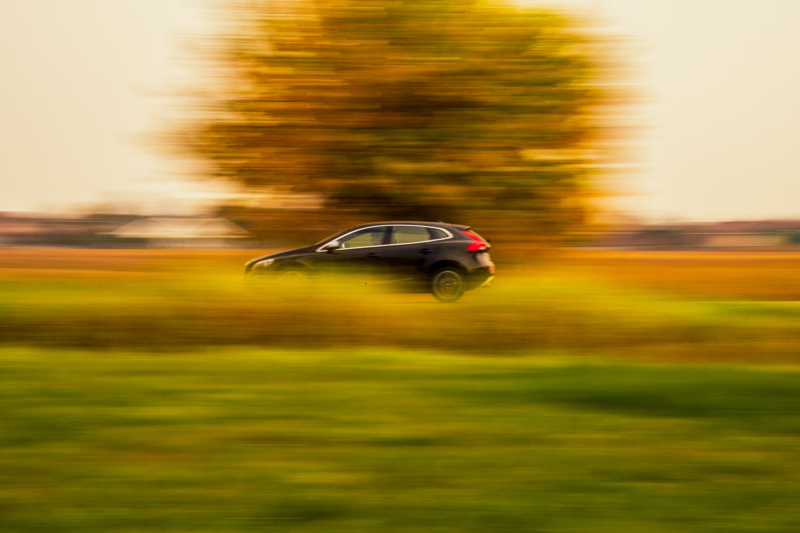 bg-driving-fast-countryside-411073-unsplash