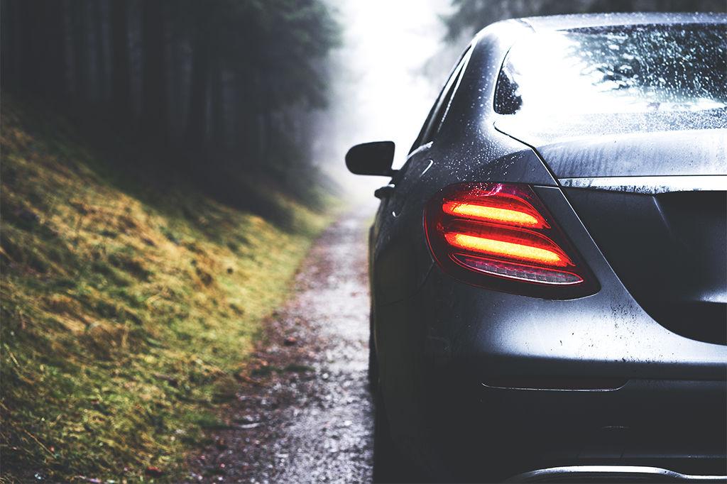 Auto tiellä